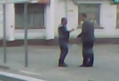 Брянский водитель проучил пешехода кулаком (видео)