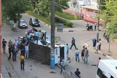 В Брянске  джип врезался в маршрутку – пострадали три человека
