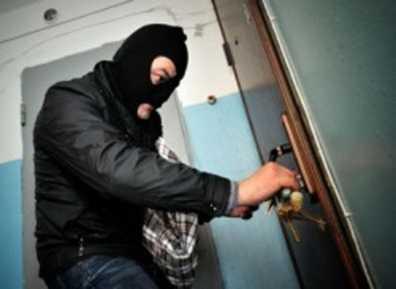 Брянская полиция поймала вора, укравшего нижнее бельё и игрушку