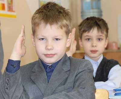 Брянские власти 22 мая пощупают школьную форму для старшеклассников
