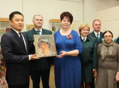 Таможенники передали брянскому музею картину украинского живописца