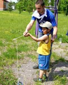 Брянские волонтеры подарили детям праздник с лазерами