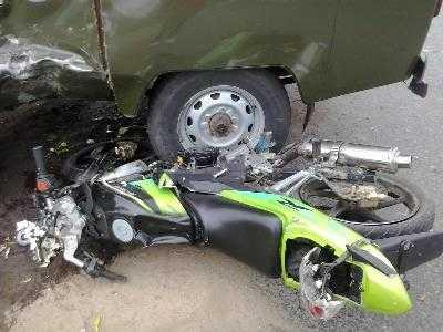 Под Брянском велосипедист врезался в «Рено», а мотоциклист — в «УАЗ»