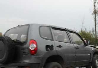 В Выгоничском районе откатившаяся «Нива» придавила мужчину и женщину