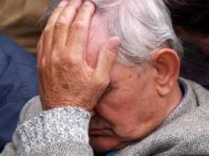 Защищаясь от разбойника, 80-летний брянский старик разбил ему нос