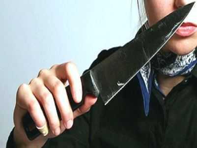 Брянская пенсионерка, пырнувшая ножом сожителя, сдалась полиции