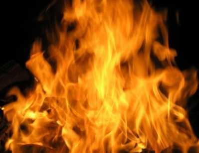 Брянская уголовница назло полиции подожгла дом и выпрыгнула со 2 этажа