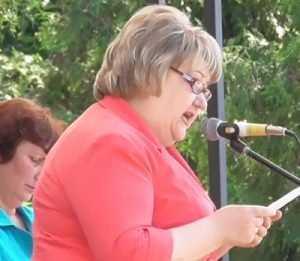 Женский батальон клинцовских обожателей грудью защитил градоначальника