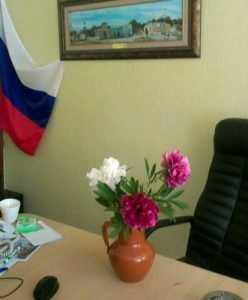 Стародубскому мэру люди добрые стали дарить цветы