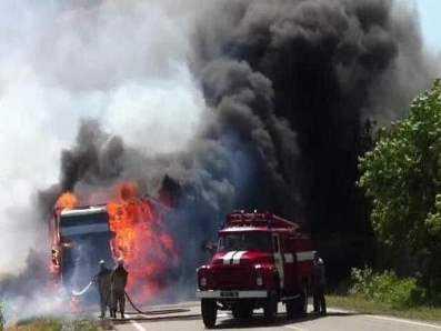 На брянской трассе загорелся грузовик