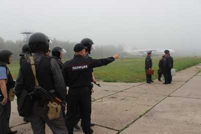 Брянская полиция и военные провели учения на аэродроме в Сеще