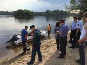 Брянские спасатели подняли из Десны утопленника
