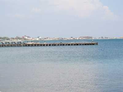 С крымских пляжей начали убирать незаконные сооружения