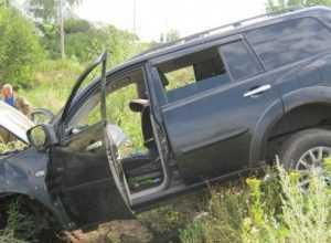 Под Навлей в ДТП погибли водитель джипа и 18-летняя девушка