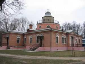 Усадьба Толстого по-брянски: графская конюшня в пансионатской бане