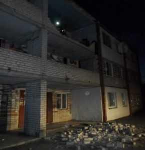 В Брянске обрушилась часть балкона общежития