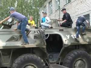 Спецназ брянской полиции открыл двери для детей