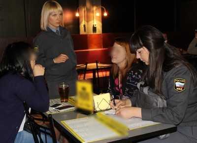 Брянского бармена за продажу пива девушке оштрафуют на 50000
