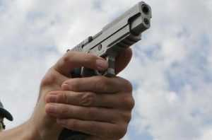 В центре Брянска мужчина прострелил ногу знакомому