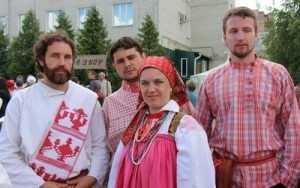На славянском фестивале курских соловьев угостили брянским хамством