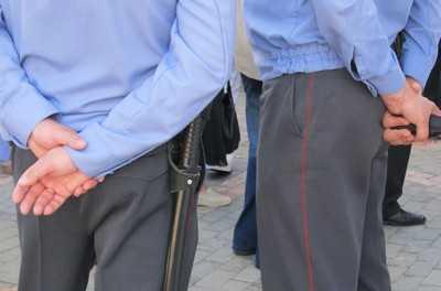 Три разбойника ограбили хозяев квартиры в Брянске