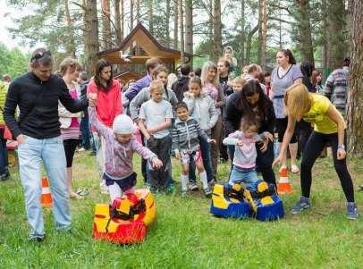 «Человек-праздник» подарил брянским детям парк развлечений