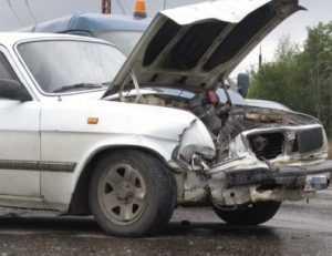 На брянской трассе водитель «Волги» погиб, врезавшись в «Мерседес»