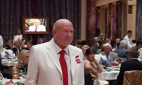 К 80-летию космонавту Алексею Леонову подарили брянский велосипед