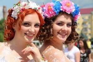 Брянску подарили белоснежье парада невест