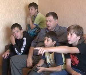 Семье брянского полицейского, у которого 8 детей, подарили жилье
