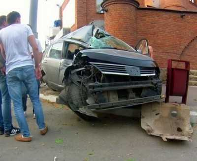 В Брянске в ДТП у «Башни» пассажир сломал ключицу