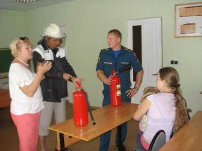 Брянские спасатели провели урок безопасности для украинских беженцев