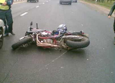Брянская водительница сбила мотоцикл с молодой парочкой