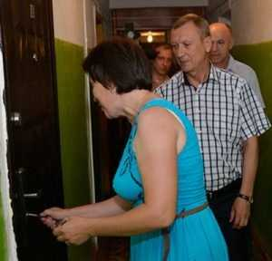 Предвыборные чудеса: брянский губернатор помоет обитателей общежития