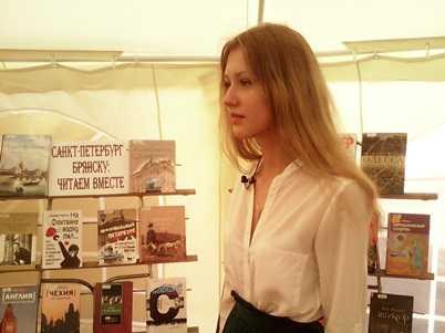 Брянские студентки президентской академии прочитали «Стихи над городом»
