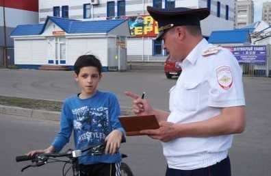 В Брянске автомобиль сбил семилетнего велосипедиста