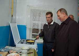 Дмитрию Медведеву раскроют лукавую брянскую сказку