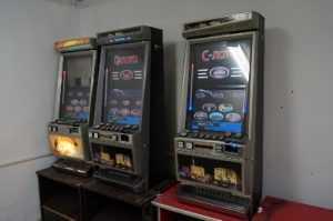 Брянская полиция в двух салонах изъяла 24 игровых автомата