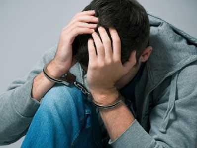 В Брянске подросток напал с электрошокером на почтальона