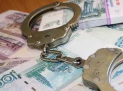 Брянская торговка алкоголем ответит за взятку полицейскому