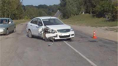 В Новозыбковском районе «Рено» врезался в дерево
