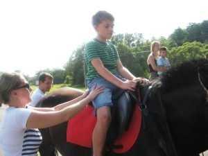 Брянская епархия организовала конную прогулку для детей-инвалидов