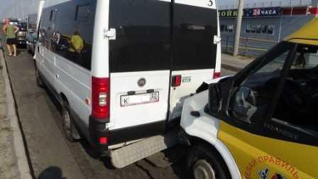 В Брянске столкнулись три маршрутки, пострадали шесть человек