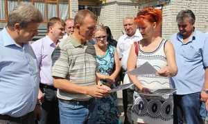 Брянский губернатор вышел к жалобщикам и пообещал