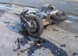 Под Брянском мотоциклистов убили фургон и иномарка (видео)
