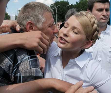 Голодным украинским учителям зарплату заменили театром