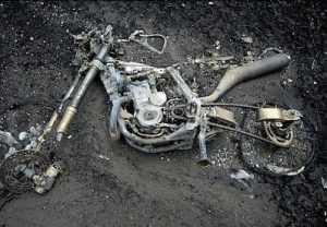 В Дятькове пожар уничтожил мотоцикл и пять станков