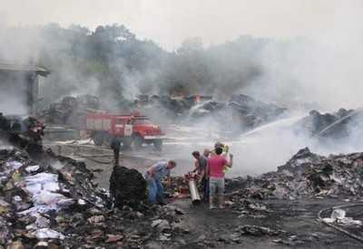 Пожар на Суражской картонной фабрике тушили более 3 часов
