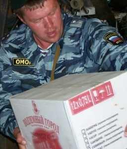 В Брянске задержали курянина с 2360 бутылками подозрительного алкоголя