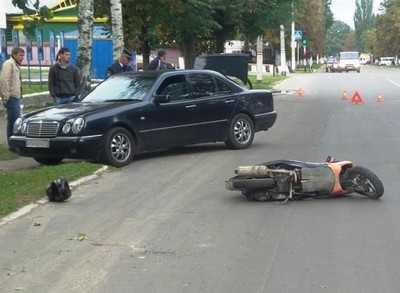 В Новозыбкове скутерист разбил голову при падении